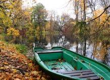 Bateau sur le fleuve Images libres de droits