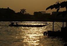Bateau sur le fleuve de Chao Praya Photos libres de droits