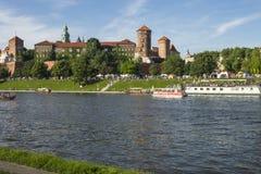 Bateau sur le fleuve Vistule image stock