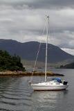 Bateau sur le lac écossais photo libre de droits