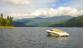Bateau sur le lac Photographie stock