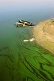 Bateau sur le lac man de Taung Tha images stock