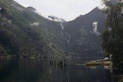 Bateau sur le lac silencieux Photographie stock libre de droits