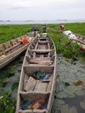 Bateau sur le lac, Songkha Photos stock