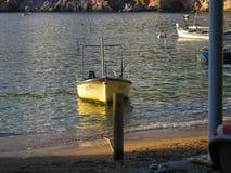 Bateau sur le port de Cotor, Mer Adriatique, Monténégro image libre de droits