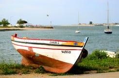 Bateau sur le rivage de l'océan Photographie stock libre de droits
