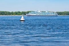 Bateau sur le Volga Photographie stock libre de droits