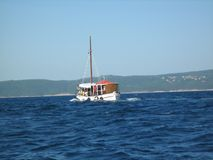 Bateau sur une mer Photos libres de droits