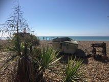 Bateau sur une plage Photos stock