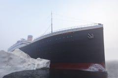Bateau titanique heurtant l'iceberg photographie stock