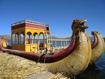 Bateau traditionnel dans Puno, Pérou images libres de droits