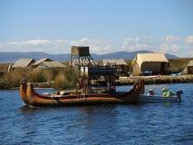 Bateau traditionnel dans Puno, Pérou photos libres de droits