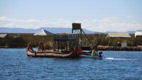 Bateau traditionnel dans Puno, Pérou photographie stock libre de droits