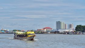 Bateau, transport en rivière de Chaophraya de la Thaïlande Photos libres de droits