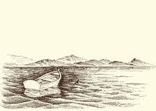 Bateau vide sur l'eau de mer calme Image libre de droits