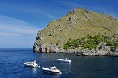Bateaux à la côte de SA Calobra Photos libres de droits