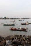 Bateaux à la mer images libres de droits