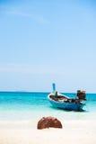 Bateaux à la plage image libre de droits
