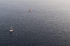 Bateaux à naviguer en mer Égée Photos libres de droits