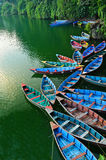Bateaux à rames au lac Phewa photos stock