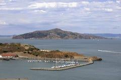 Bateaux à voile à une marina Images stock