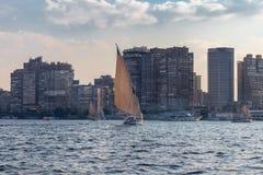 Bateaux à voile dans la ville du Caire, Egypte images libres de droits
