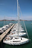 Bateaux à voile dans le port Photos libres de droits