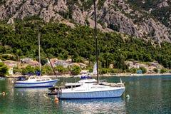 bateaux à voile dans le port Photographie stock libre de droits