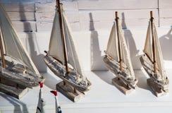 Bateaux à voile fabriqués à la main en vue Photos libres de droits
