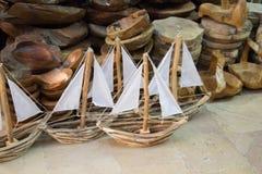 Bateaux à voile fabriqués à la main en vue Photo stock
