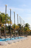 Bateaux à voile sur la plage Images stock