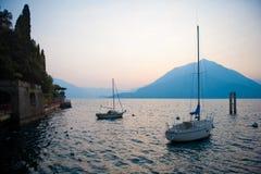 Bateaux à voiles de Como de lac Photo stock