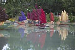 Bateaux à voiles sur le lac Photo libre de droits