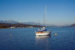 Bateaux à voiles sur le lac Woerther Photographie stock libre de droits