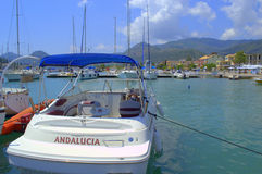 Bateaux amarrés au port, Leucade, Grèce images stock