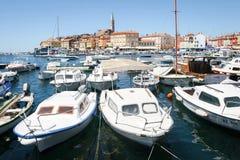Bateaux amarrés dans la marina de Rovinj Image libre de droits