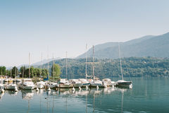 Bateaux amarrés sur le lac Levico, Trento Photographie stock libre de droits
