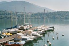 Bateaux amarrés sur le lac Levico, Trento Photo libre de droits