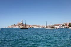 Bateaux ancrés dans Rovinj Photographie stock libre de droits