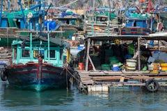 Bateaux au compartiment de Halong Image libre de droits