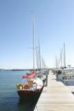 Bateaux au dock image stock