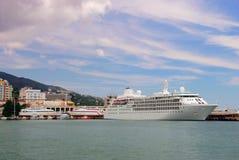 Bateaux aux ports de Yalta l'ukraine photo stock