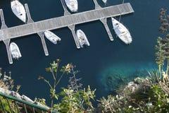 Bateaux blancs accouplés de formation Photographie stock libre de droits