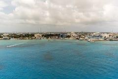 Bateaux blancs sur la mer bleue Image libre de droits