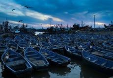 Bateaux bleus dans Essaouira, Maroc Photographie stock