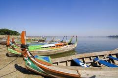 Bateaux colorés, Amarapura, Birmanie Photos libres de droits