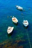 Bateaux colorés dans Riomaggiore Images libres de droits