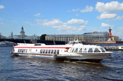 Bateaux d'excursion Photos stock