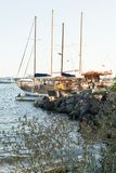 Bateaux dans la baie de Nessebar, Bulgarie, après-midi d'été Photos libres de droits