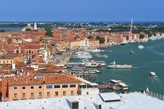 Bateaux dans la baie de Venise, Italie Images stock